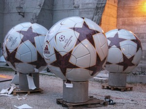 Champions league Pallone adidas gigante fresa 5 assi_17