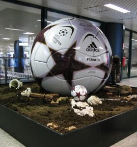 Champions league Pallone adidas gigante fresa 5 assi_18