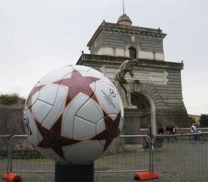 Champions league Pallone adidas gigante fresa 5 assi_19