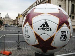 Champions league Pallone adidas gigante fresa 5 assi_20